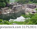 Shinshu Kiso Road景观卧床不起的地板在Kiso河被侵蚀的奇怪的岩石遗留下来的Taro Urashima传说 31752831