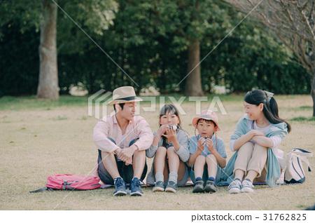 가족 공원 피크닉 31762825