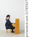피아노를 연주하는 아이 31765927