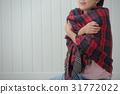 한기를 느낄 냉증의 여성 31772022
