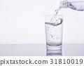 水 飲用水 傾倒的 31810019
