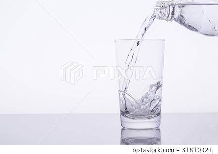 水 飲用水 傾倒的 31810021