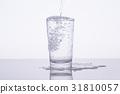 水 飲用水 傾倒的 31810057