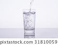 水 飲用水 傾倒的 31810059