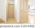 신축 주택의 현관에서 거실 식당 주방 31814482