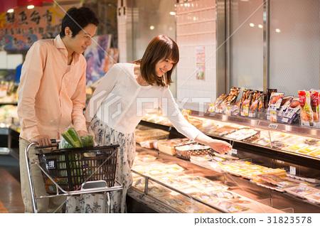 在超市購物 31823578
