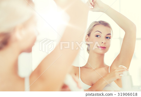 woman with antiperspirant deodorant at bathroom 31906018