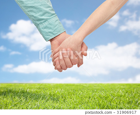 happy father and child holding hands 31906917