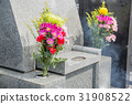 Grave and flowers 31908522