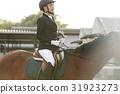 骑马的妇女 31923273