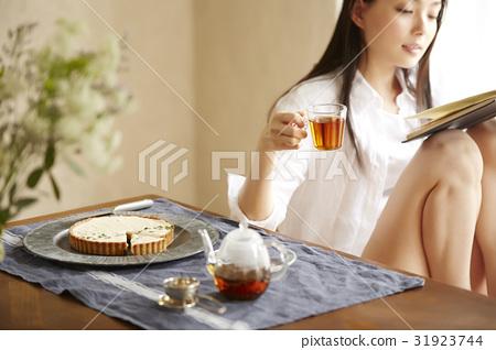 茶時間女人閱讀 31923744