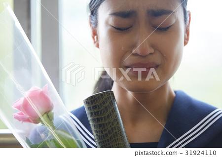 畢業教室淚流滿面的女性肖像 31924110
