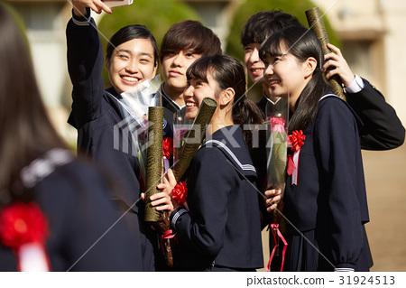 畢業 校園 畢業生 31924513