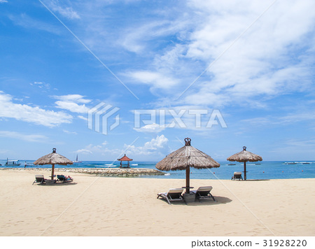 coconut leaf beach pavilion in sunny day. 31928220