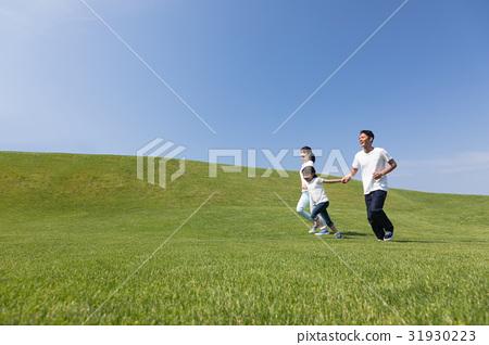 Family runs 31930223