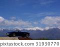 藍色minicar和北阿爾卑斯山水平的照片 31930770
