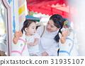 부모와 자식, 가족 여행, 테마파크, 유원지, 회전 목마 31935107
