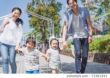 4 인 가족, 가족 여행, 테마파크, 유원지 31961842