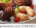 Beautiful horseshoe cakes with chocolate 31962852