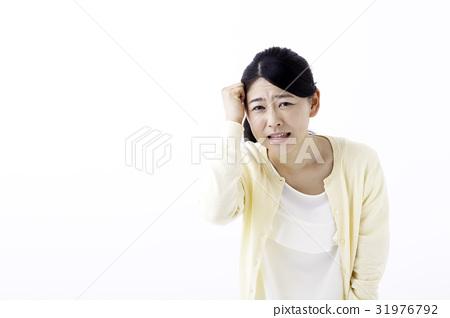 一個年輕成年女性 女生 女孩 31976792