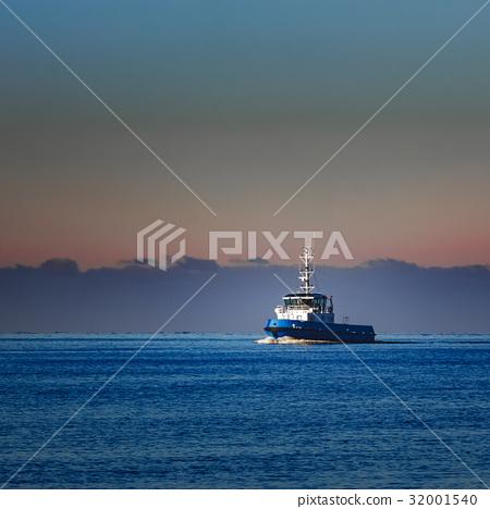 Blue small tug ship 32001540