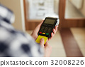 Man with credit card and payment terminal 32008226