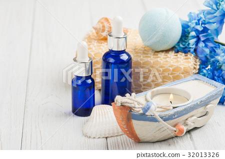 Essential oils, bath bomb, sponge, blue flowers 32013326