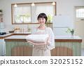 젊은 주부 집안일 세탁 32025152