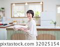 젊은 주부 집안일 세탁 32025154