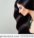 Haircare Concept. Glamorous Brunette Woman 32026268