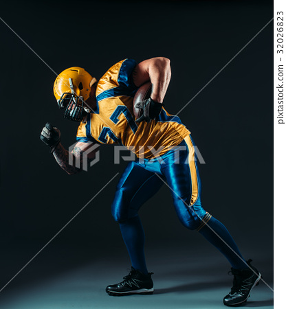 American football offensive player with ball 32026823