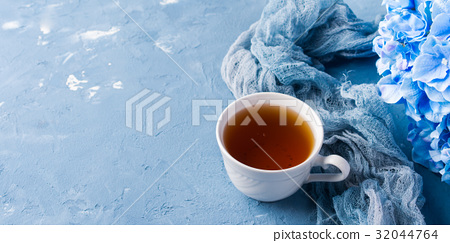 Cup of tea on blue background with flowers 32044764