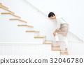 관절통 미들 여성 계단 32046780
