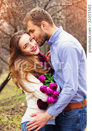 Romantic love story of beautiful young couple. 32055565