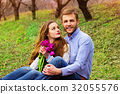 romantic couple young 32055576