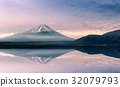 Mountain fuji at Motosu lake at sunrise 32079793