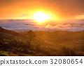 Beautiful sea of mist and sunrise, golden lighting 32080654