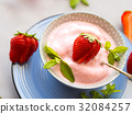 Home made strawberry ice cream in bowl 32084257