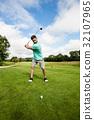 高尔夫球手 玩 演奏 32107965