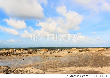 The beach rock 32154451