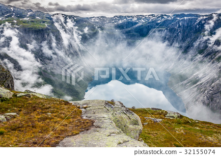Beautiful norwegian landscape with mountains  32155074