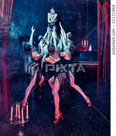 The studio shot of group of retro dancers 32172868