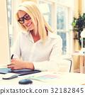 designer, tablet, hand 32182845