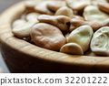 Dried broad beans in a wooden bowl  32201222