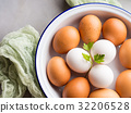 White and brown hen eggs in bowl 32206528