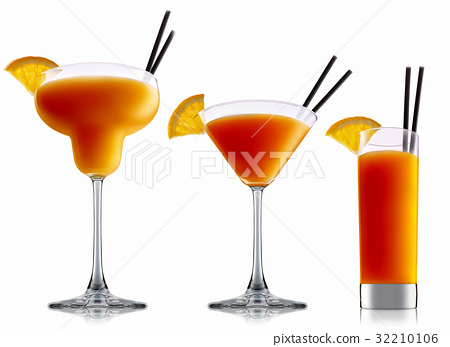 alcohol cocktail isolated on white background 32210106