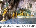 Tample in the natural cave 32211585