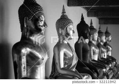 Buddha statue, Black and white 32211942