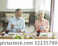 老人 老年夫妇 吃 32235790