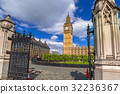 Big Ben and the Westminster Palace in London, UK 32236367